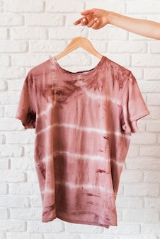 Camiseta con pigmentación natural abstracta vista frontal