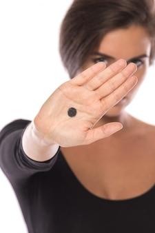 La campaña del punto negro. signo de violencia doméstica