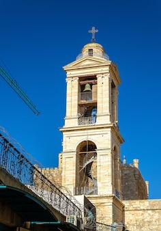 Campanario de la iglesia de la natividad en belén, palestina
