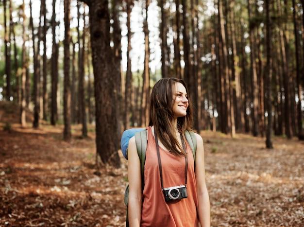 Camping backpacker fotógrafo cámara concepto advanture