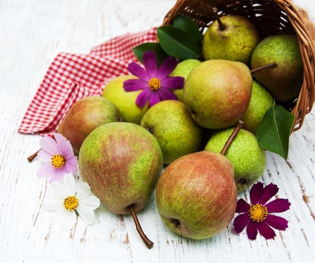 Canasta con peras