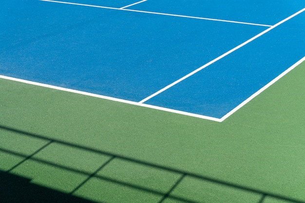 Cancha de tenis azul