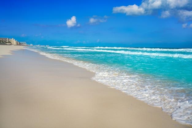 Cancun delfines beach en la zona hotelera de méxico