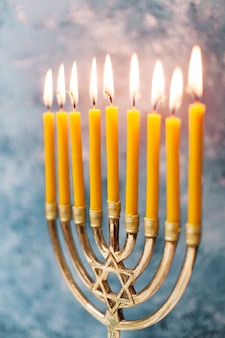 Candelabro hebreo tradicional