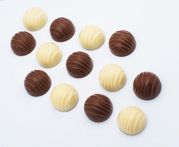 Candy sobre fondo blanco