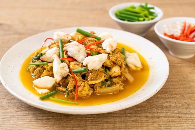 Cangrejo frito con curry en polvo