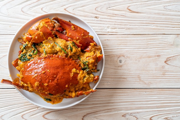Cangrejo salteado con curry en polvo - estilo marisco