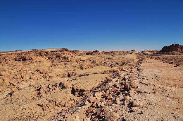 Cañón en el desierto del sahara, sudán