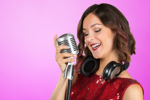 Cantante mujer joven