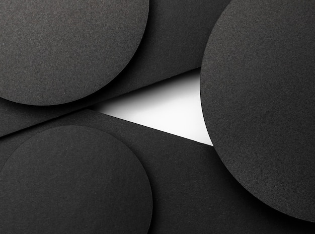 Capas circulares negras de papel y mancha blanca