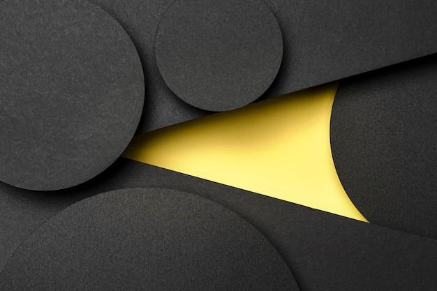 Capas de papel negras y amarillas
