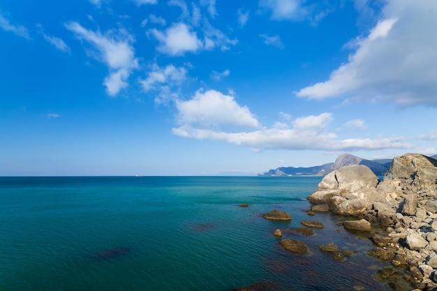 Cape alchak / ciudad sudak crimea viaje brillante foto de verano