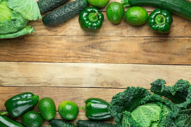 Capítulo de los pepinos verdes crudos frescos del calabacín de la col de savoy de las verduras