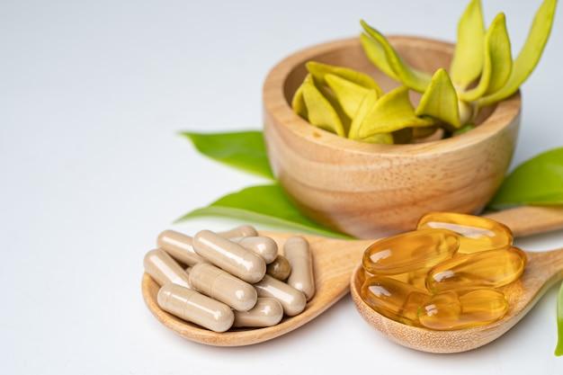 Cápsula orgánica a base de hierbas de medicina alternativa con aceite de pescado omega de vitamina e