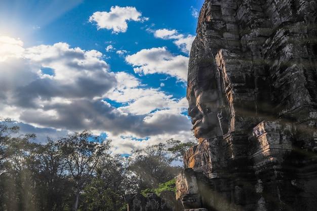 Cara de buda en el templo de bayon, angkor wat, camboya