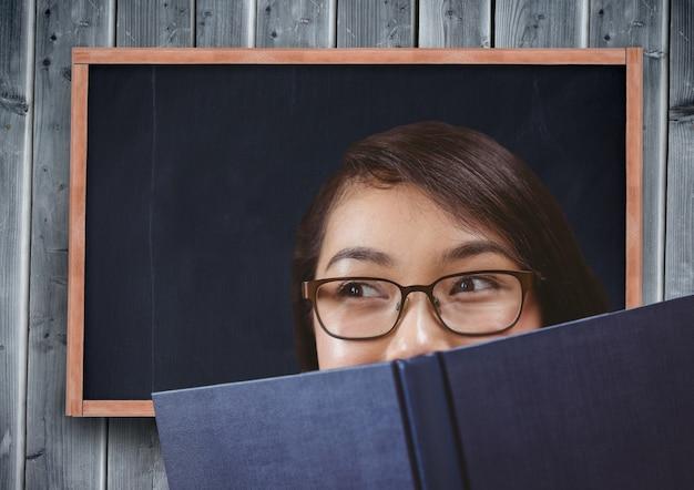 Cara de la felicidad académica pizarra clara