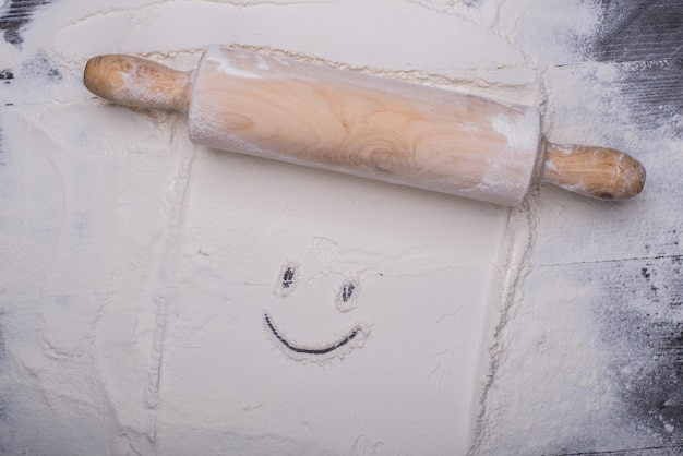 Cara feliz en la masa