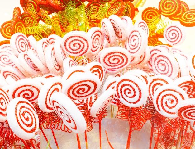 Caramelo blanco y rojo