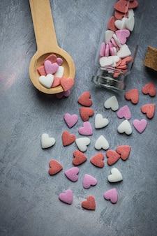 Caramelos de azúcar blanco rojo rosa