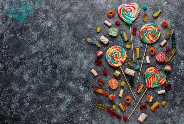 Caramelos de colores, mermelada y mermelada, vista superior