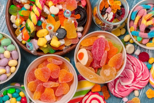 Caramelos de colores mezclados