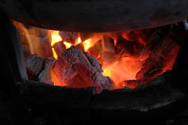 Carbón de leña de cerca