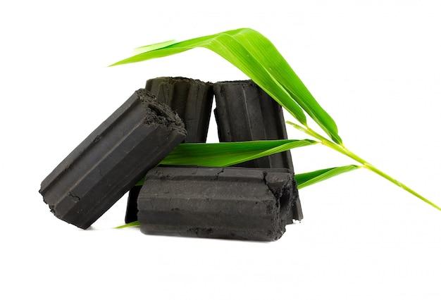 Carbón de leña natural, el polvo de carbón de bambú tiene propiedades medicinales con el carbón tradicional.