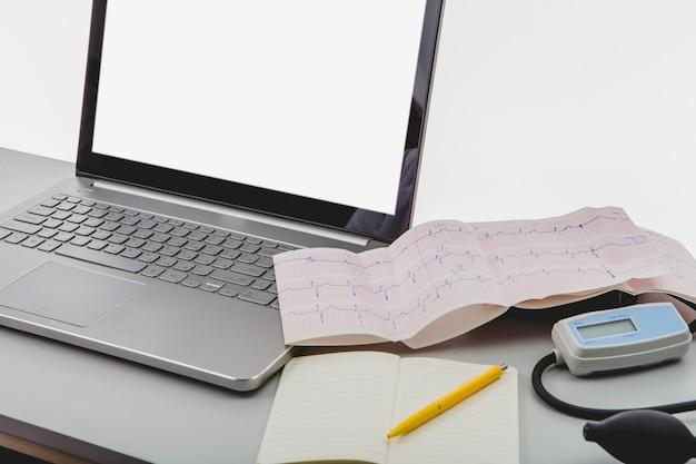 Cardiograma en la computadora portátil