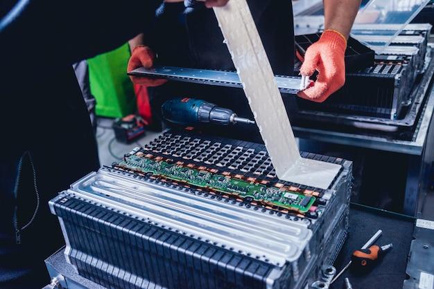 Carga de las baterías del motor eléctrico. desmontaje de la batería
