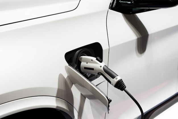 Carga del coche eléctrico de la fuente de alimentación