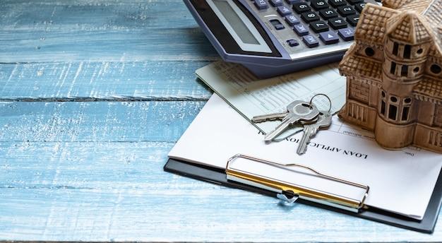Carga doméstica e inversión inmobiliaria.