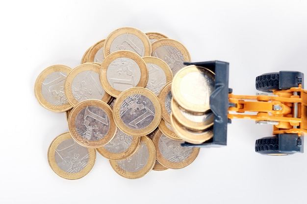Cargador y monedas de euro