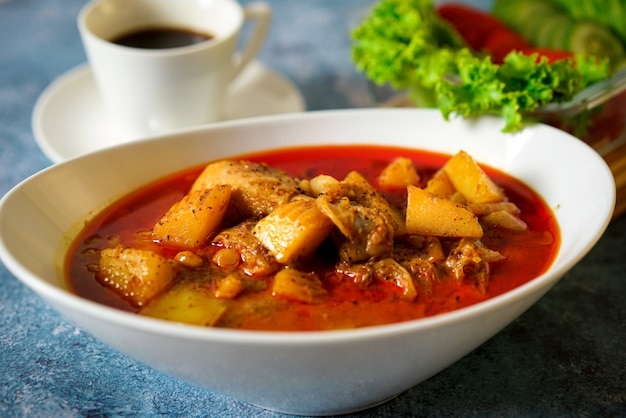 Carne al curry con papa