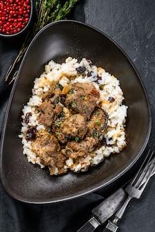 Carne de cordero al curry indio tradicional masala