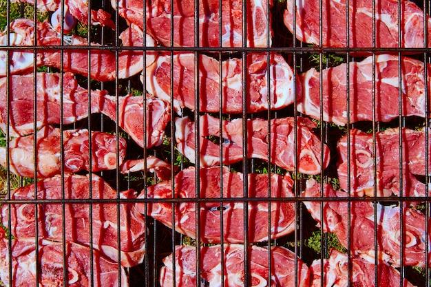 Carne de cordero a la brasa en bar b cue de españa