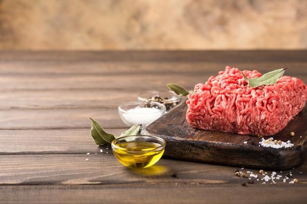 Carne cruda picada fresca