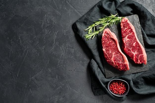 Carne cruda de la rampa de ternera. copyspace