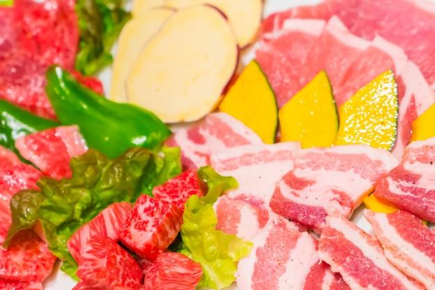 Carne fresca cruda