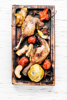 Carne de pato con guarnición de verduras.