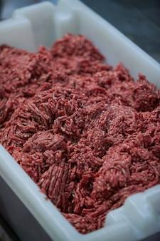 Carne picada en fábrica de carne