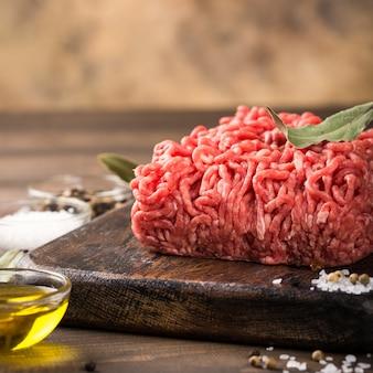 Carne picada de res cruda fresca