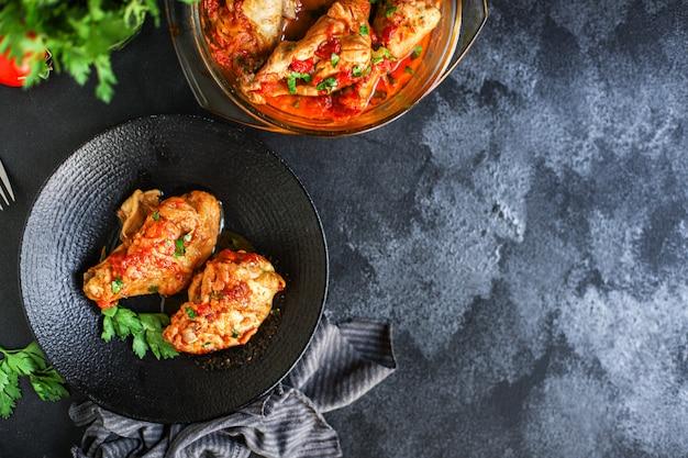 Carne de pollo salsa de tomate chakhokhbili