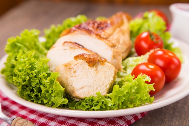 Carne de pollo y verduras