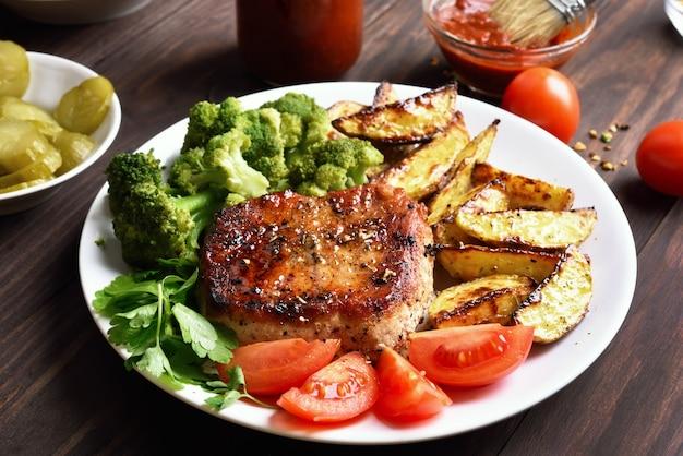Carnes a la brasa con verduras