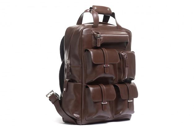 Caro maletín elegante para hombres sobre un fondo blanco.