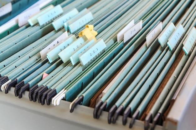 Carpetas de archivos en un archivador