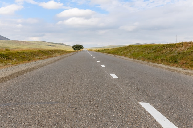 Carretera asfaltada en mongolia