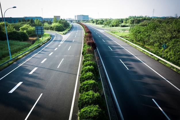 Carretera de asfalto en la toscana, italia