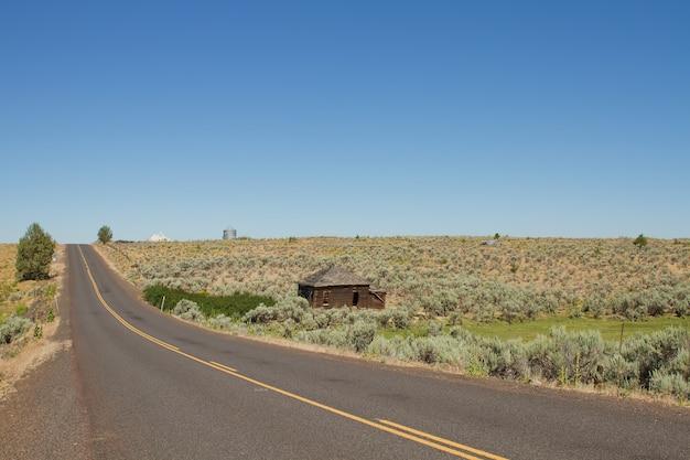 Carretera del desierto en el centro de oregon