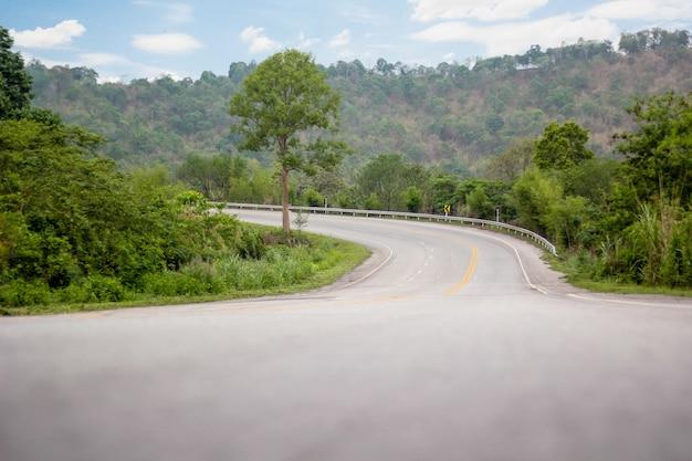 Carreteras, no hay coches que vayan vacíos.